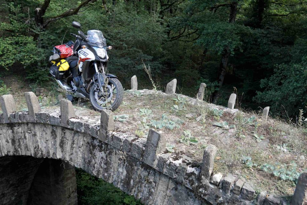 Dirtsack Frogman waterproof soft panniers on the CB500X in Romania
